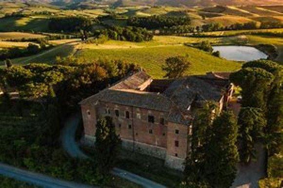 Degustazione Castello Tricerchi Montalcino ( Toscana )